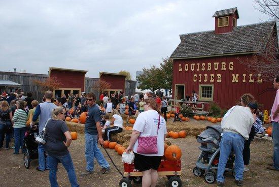 Paola, KS: Louisburg Cider Mill
