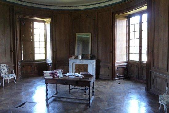 Chateau de Landal: The library