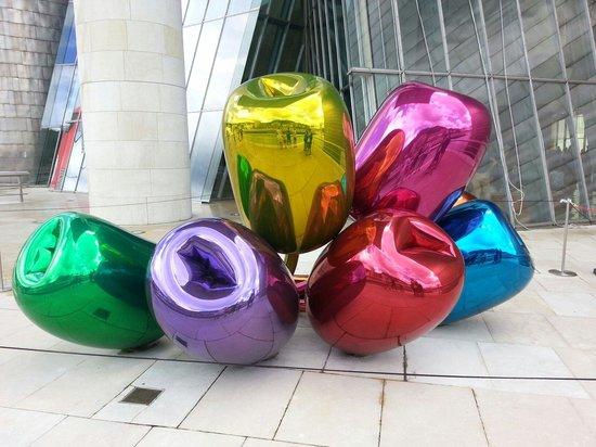 Museo Guggenheim de Bilbao: Les tulipes de Jeff Koons!! Magnifique