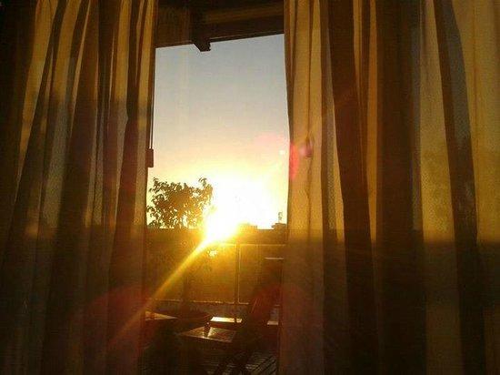 Exe Hotel Colón: Foto tirada de dentro da suite com a vista da varanda.