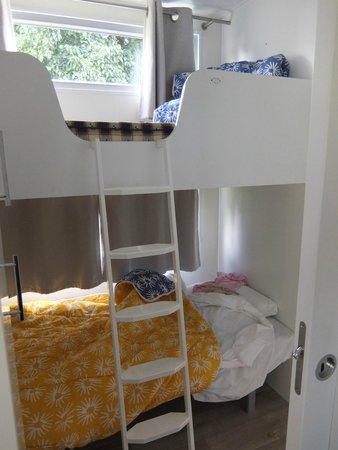 Camping Sunelia L'Atlantique : chambre lits superposés