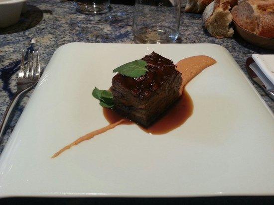 Bistró Guggenheim Bilbao: Désossé d'agneau avec sa sauce à la noisette.  Délicieux!!!