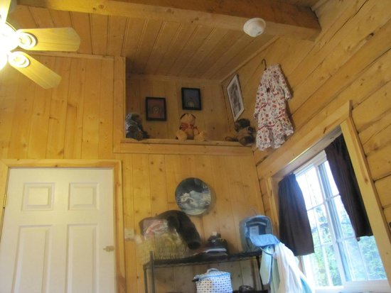 Northern Nights Campground and RV Park : Inside the nice cabin
