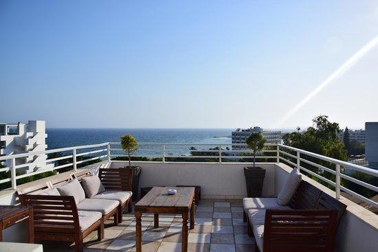 Bella Napa Bay Hotel: Вид с балкона на ресепшене