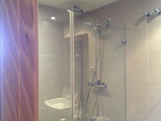 Hotel Oasis : Bathrom