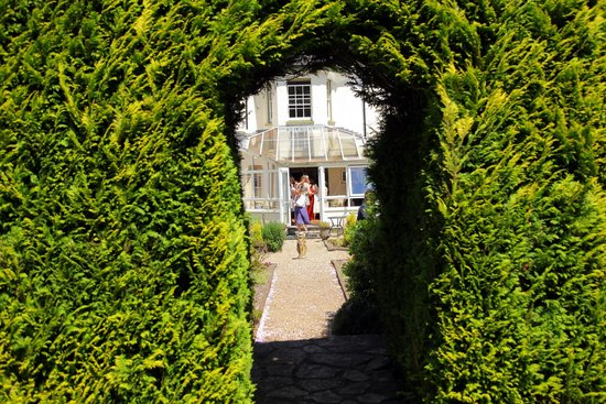 Woodlands Lodge Hotel: Through the arch
