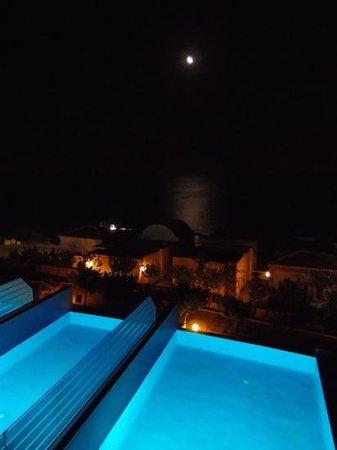 Atrium Prestige Thalasso Spa Resort and Villas: vista notturna