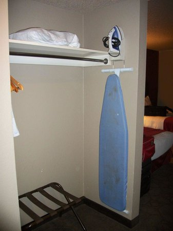 Edgewater Hotel & Casino: Sedona Tower - Iron & Ironing Board