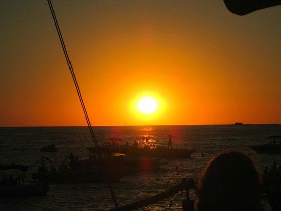 Café Del Mar: Sunset at Cafe Del Mar