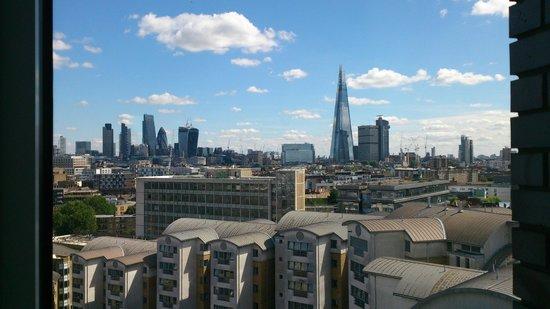 H10 London Waterloo : Skyline