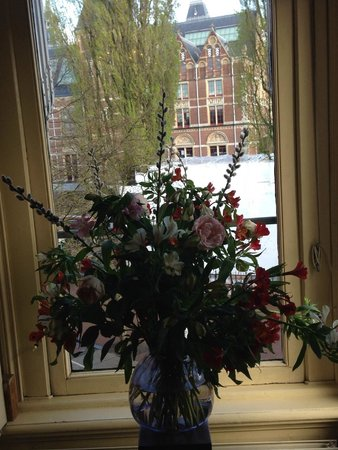 Hotel Museumzicht: Charme do vaso na sala do cafe da manha.