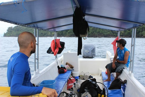 Costa Rica Dive and Surf: the boat