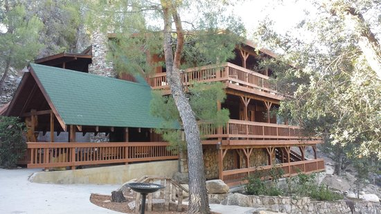 Whispering Pines Lodge: Rooms on top level, Dining Areas Below