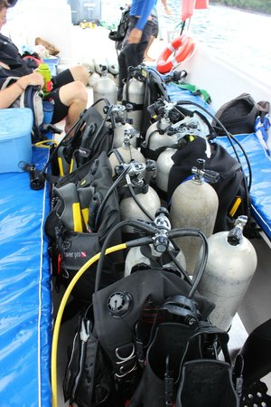 Costa Rica Dive and Surf: tanks