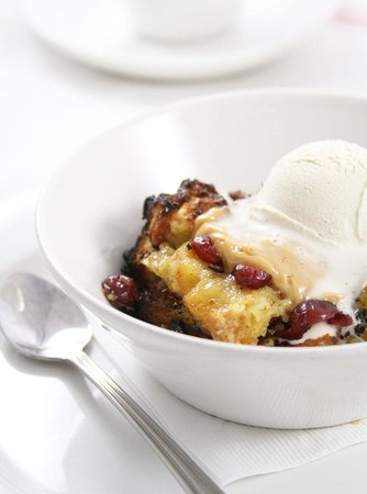 Union Bar and Grille: berry breadpudding