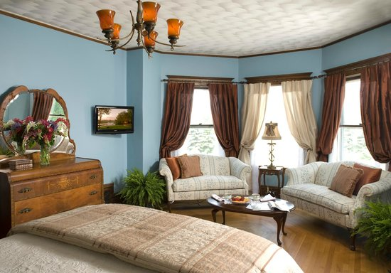 Castle in the Country Bed & Breakfast Inn : Royalty Suite