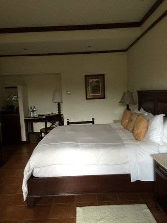 Tabacon Grand Spa Thermal Resort: Wonderful king size bed