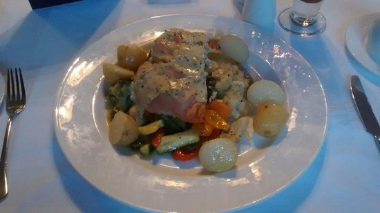 Berkley Hotel Ayr: Balmoral Chicken stuffed with haggis topped with Whisky Peppercorn Sauce.