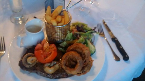 Berkley Hotel Ayr: Sirloin Steak with trimmings and Mustard and Arran Whiskey Sauce.