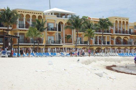 Gran Porto Resort : Eroding Beach