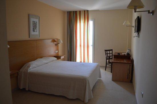 Hotel ATH Al-Medina Wellness: Vista habitación.