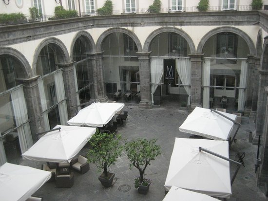 Palazzo Caracciolo Napoli MGallery by Sofitel: colazione e bar in cortile