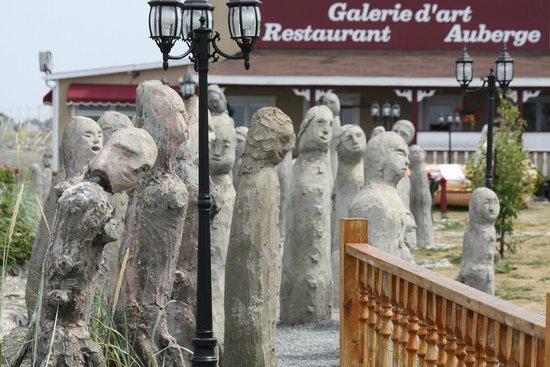 Centre d'Art Marcel Gagnon: statue