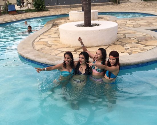 Surf Ranch Hotel & Resort : Girls know how to have fun