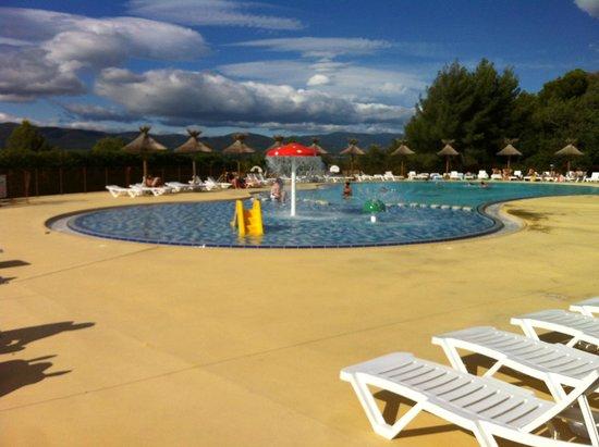 Yelloh! Village Luberon Parc: piscine extérieure