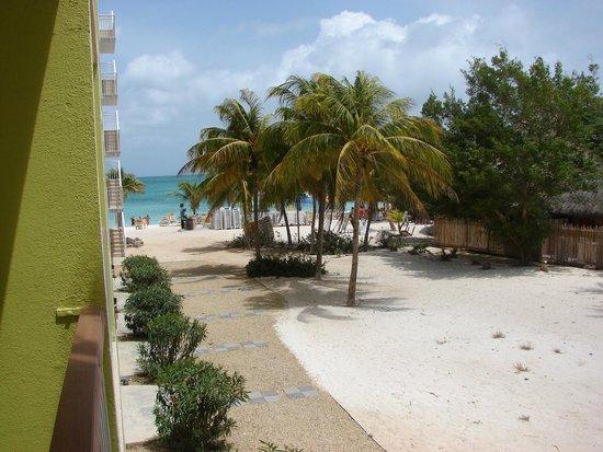 """Holiday Inn Resort Aruba - Beach Resort & Casino: Vista do quarto, que na verdade era """"Garden View""""! Quase um frente mar"""
