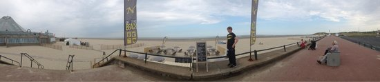 La Plage du Touquet : Panoramic shot of the beach just before the rain came!!