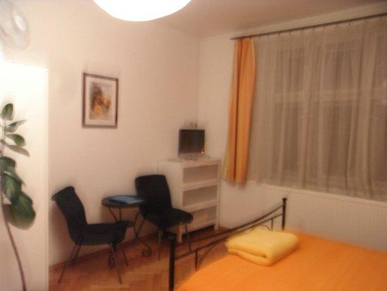 Aparthotel City 5: ダイニングスペース
