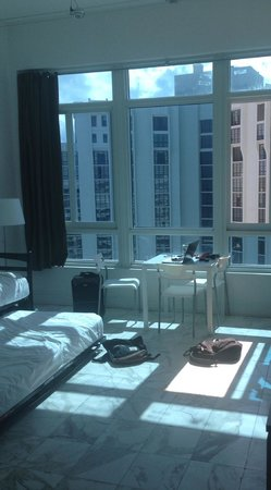 Design Suites Miami Beach: View when entering the room