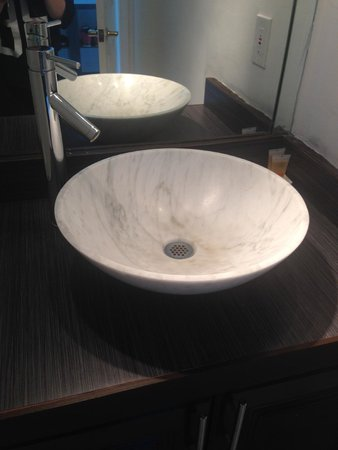 Design Suites Miami Beach: Updated sinks