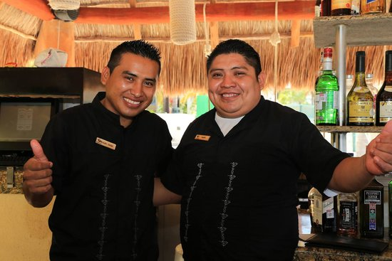 Villa del Palmar Cancun Beach Resort & Spa : Felipe and Miguel - Awesome bartenders who work extremely hard!