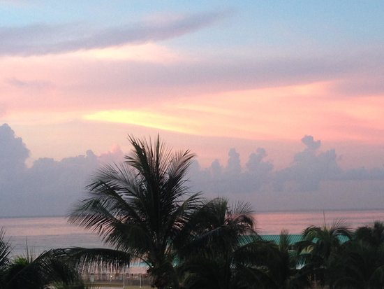 Newport Beachside Hotel and Resort : Sunrise
