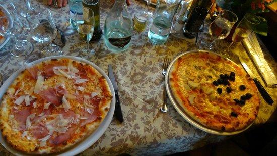L'Osteria dello Scoiattolo: Pizza Emiliana et 4 stagioni