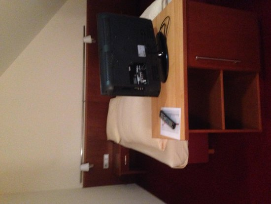 Hotel Rothof: Beds and TV