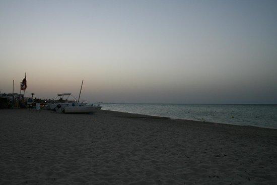 Djerba Holiday Beach : plage en soirée