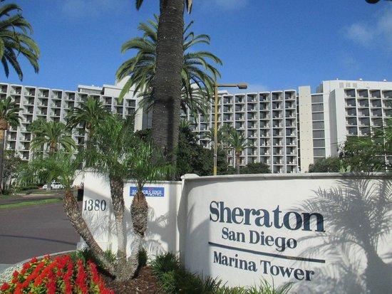 Sheraton San Diego Hotel & Marina: Marina Tower Entrance