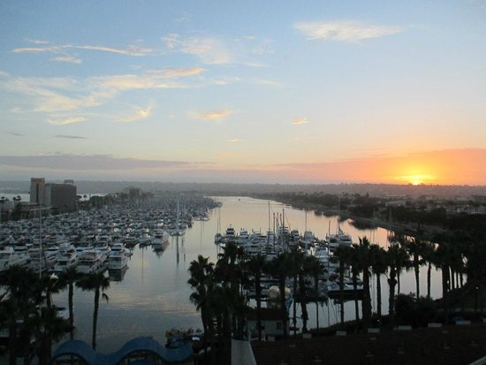 Sheraton San Diego Hotel & Marina: View of sunset from room in Marina Tower