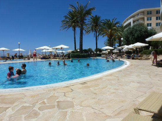 Radisson Blu Resort & Spa, Malta Golden Sands: Outside pool