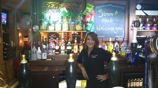 Horse Pond Inn: Welcoming bar staff. Wide range of drinks, snacks etc.