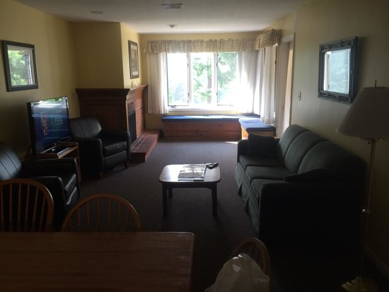 The Summit Resort: Living room in unit 307