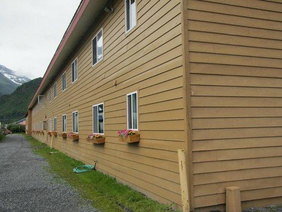 Best Western Valdez Harbor Inn: The hotel's building