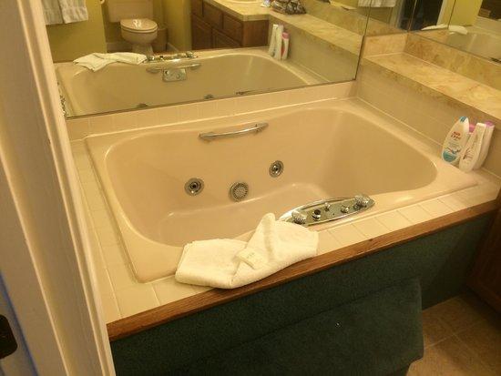The Summit Resort: Master jacuzzi tub I'm unit 307