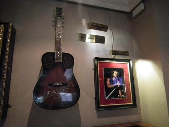 Hard Rock Cafe Malta: Jon bon jovi's guitar