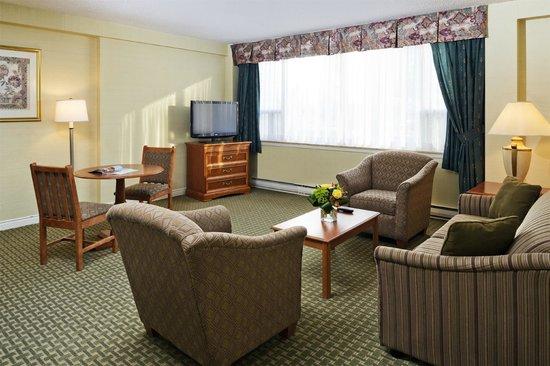 Comfort Hotel Downtown : Living Room -Suite