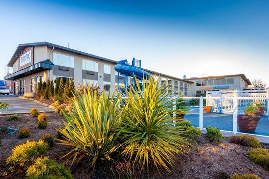 Tally Ho Hotel: Seasonal Pool and Waterslide
