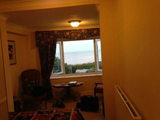 Corbyn Head Hotel: Dated Room Decor